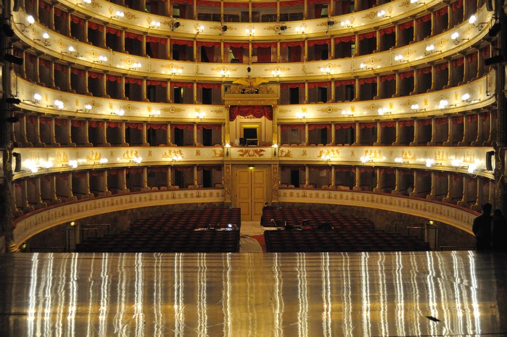 TeatroComunale_LucianoPavarotti_Modena_Lo